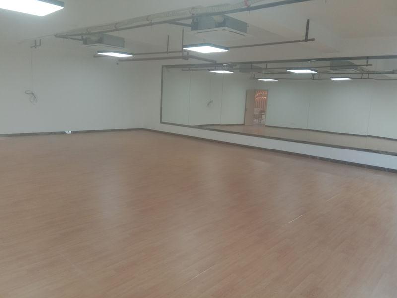 江苏镇江个人舞蹈室小丑地胶铺设案例