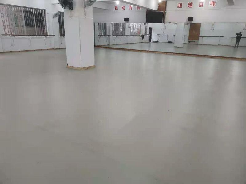 桂林阳朔县张艺谋漓江艺术学校舞者地胶铺装案例