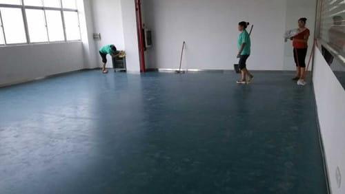 舞蹈地胶铺设完工